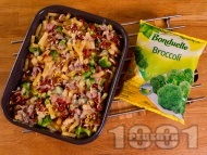 Рецепта Запеканка от макарони с броколи, бекон, яйца, сметана и пармезан на фурна